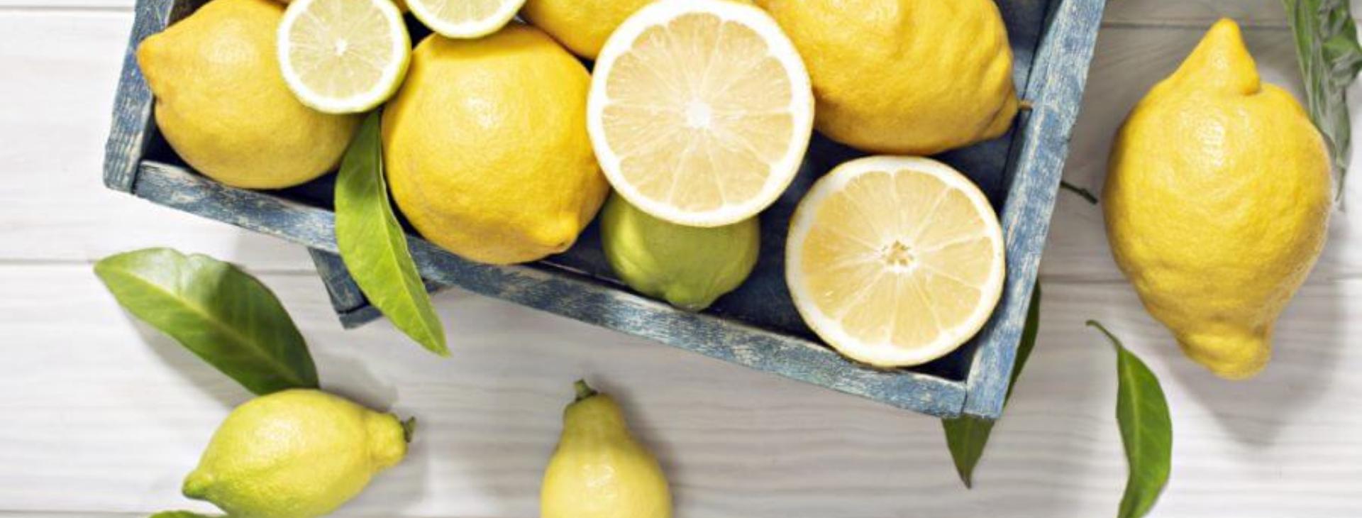 aki citrom és házi tojás összetételével kezelte a pikkelysömöröt)